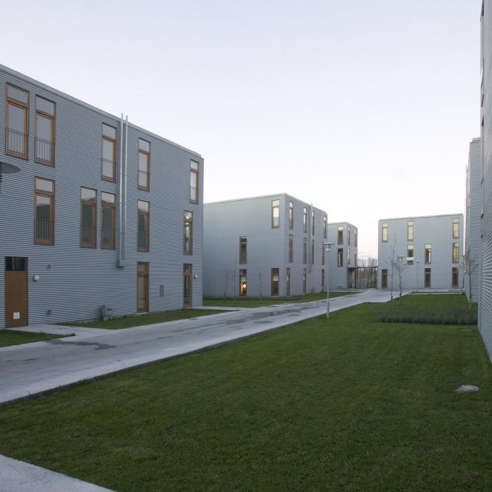 Bedre Billigere Boliger, Juul   Frost Arkitekter Ølby Denmark, 2008 © JUUL   FROST Arkitekter [ Image from: http://www.juulfrost.dk/projekter/060/#6 ]