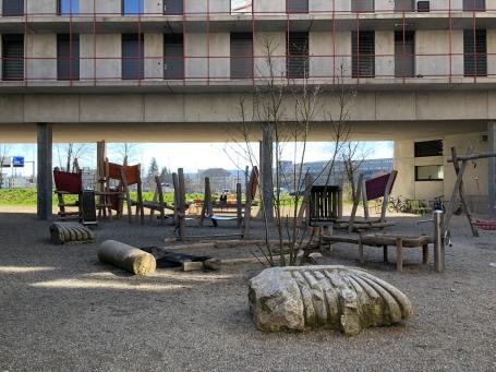 Zwicky-speeltuin in de poort